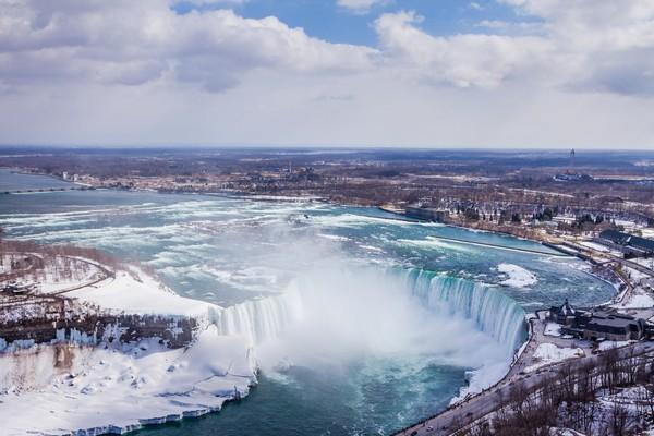 Niagara Falls in Winter - © Aqnus Febriyant/shutterstock
