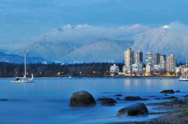 Vancouver with grouse Mountain - © Lijuan Guo/shutterstock