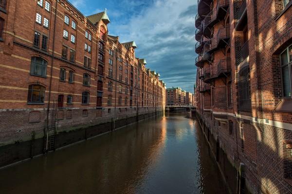 Hamburg, a city on water - © www.mediaserver.hamburg.de/Christian Spahrbier